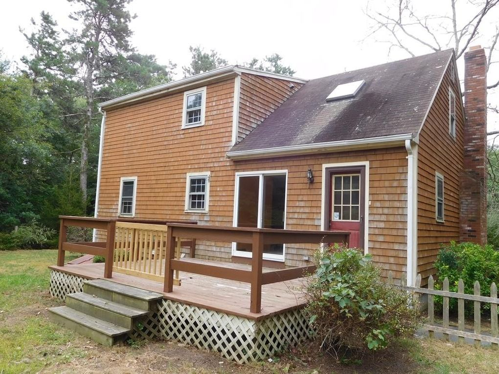 76 Dorothy Dr, Plymouth, MA 02360
