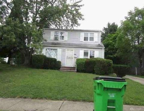 Photo of 12319 Park Knoll Dr, Cleveland, OH 44125