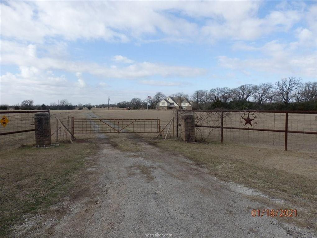 8251 Edge School House Rd Bryan, TX 77808