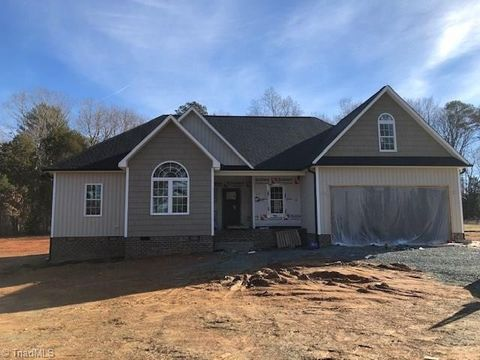 Photo of 254 Spring Forest Rd, Asheboro, NC 27205