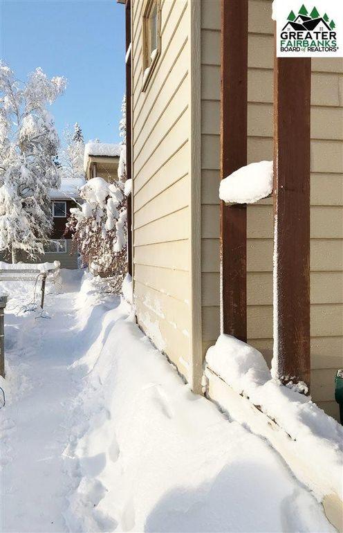 660 Fairbanks St, Fairbanks, AK 99709