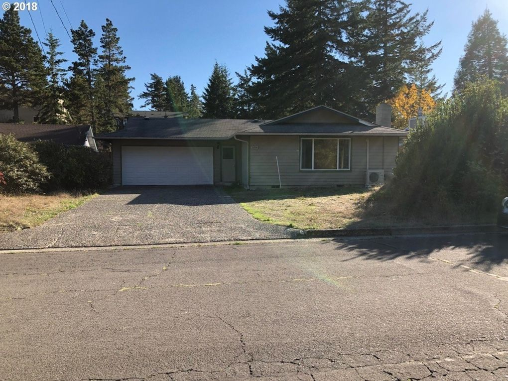 2204 11th St, Florence, OR 97439
