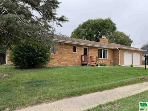 606 E Main St, Elk Point, SD 57025
