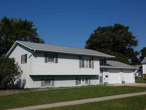 Photo of 211 S Jackson St, Cuba City, WI 53807