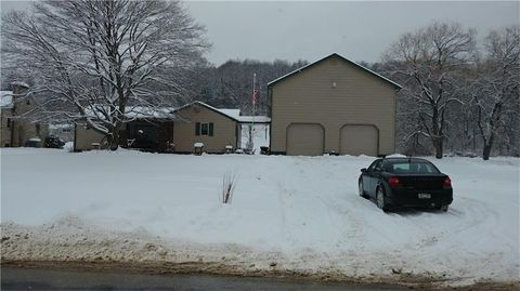 244 School St, Bruin, PA 16049