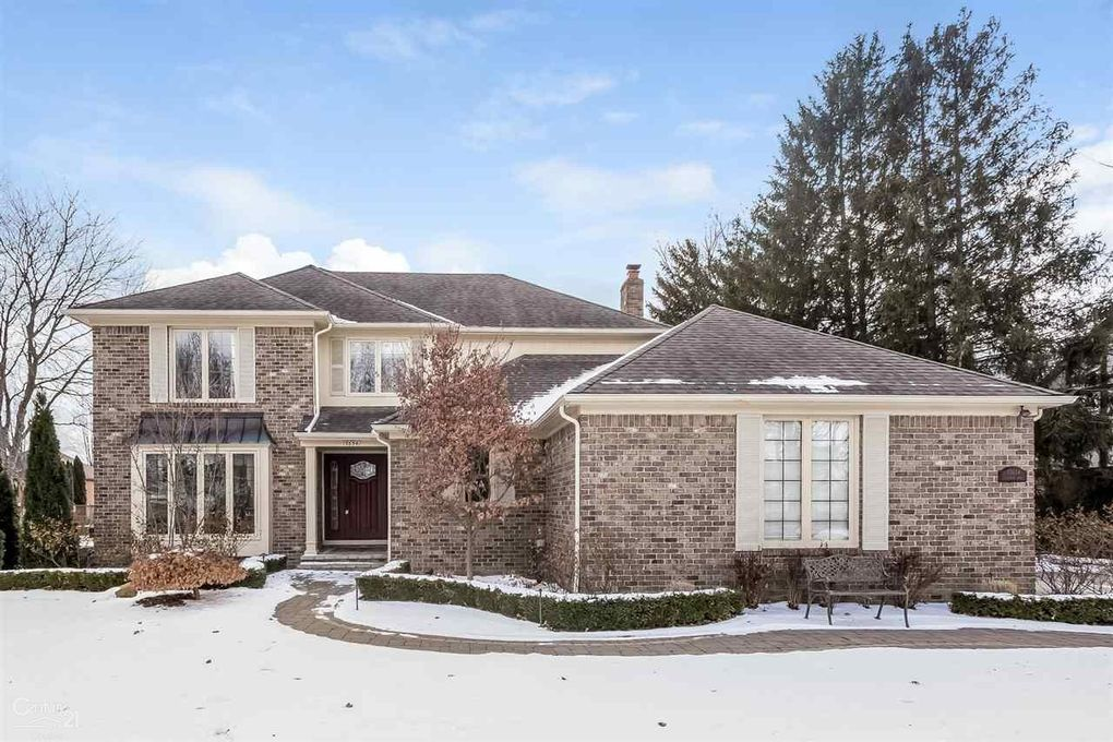 13654 Towering Oaks Dr Shelby Township MI
