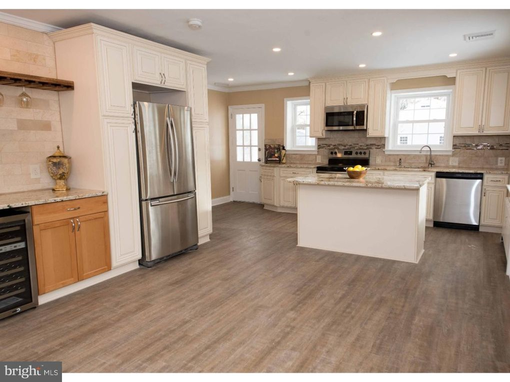 Pleasing 213 N Wales Rd Lansdale Pa 19446 Interior Design Ideas Apansoteloinfo