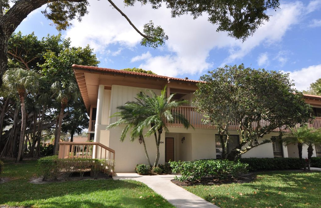 110 Brackenwood Rd, Palm Beach Gardens, FL 33418