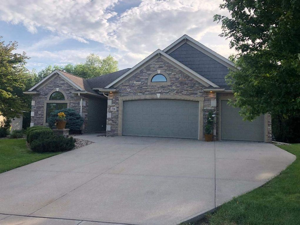 2746 Muddy Creek Ln Coralville, IA 52241