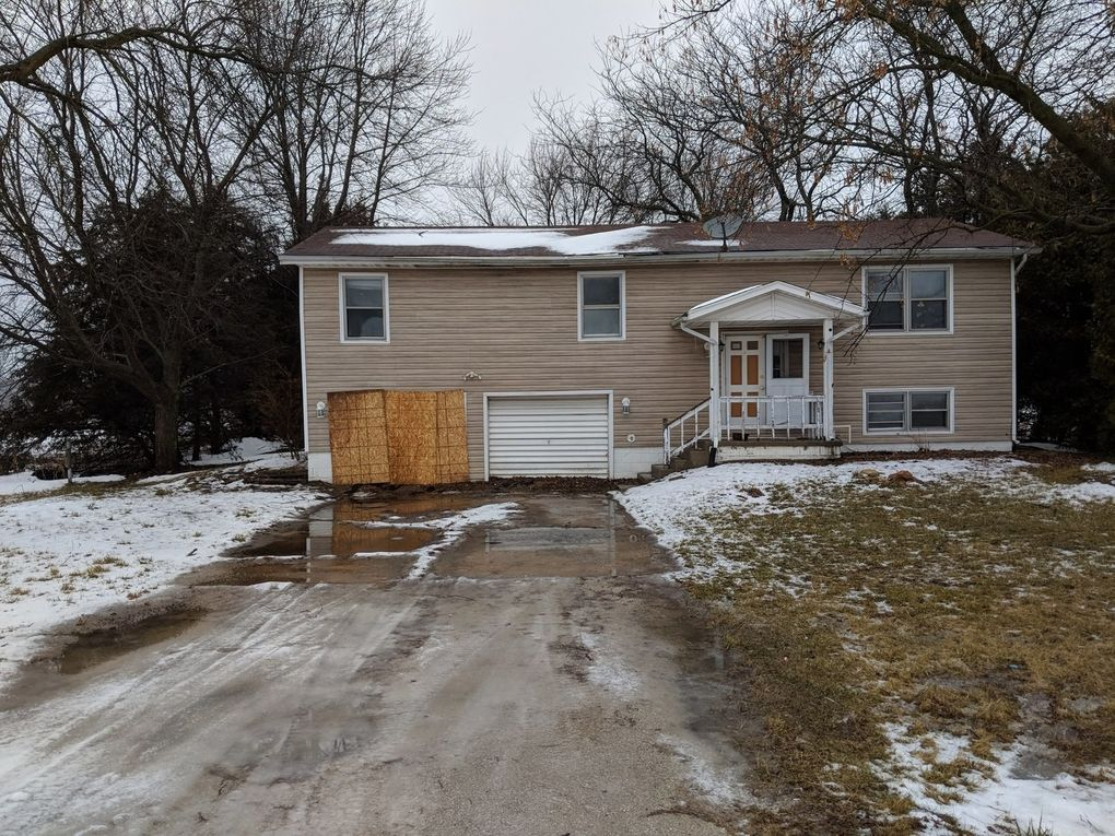 24252 W County Line Rd, Essex, IL 60935