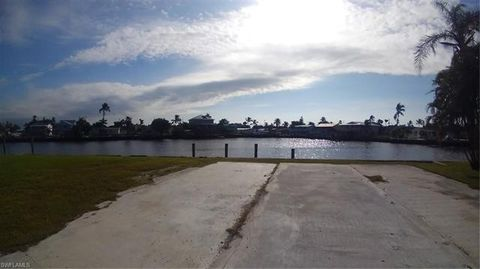 Photo of 620 Sunset Dr, Goodland, FL 34140
