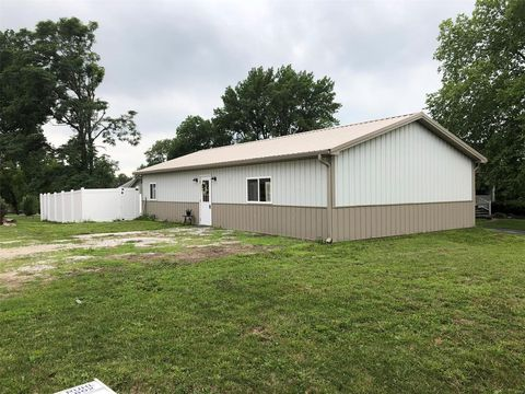 Photo of 105 W Main St, Perry, MO 63462
