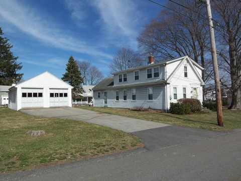 Photo of 32 Centre St, Somerset, MA 02726