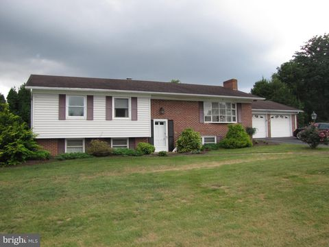 Photo of 19505 Windsor Cir, Hagerstown, MD 21742