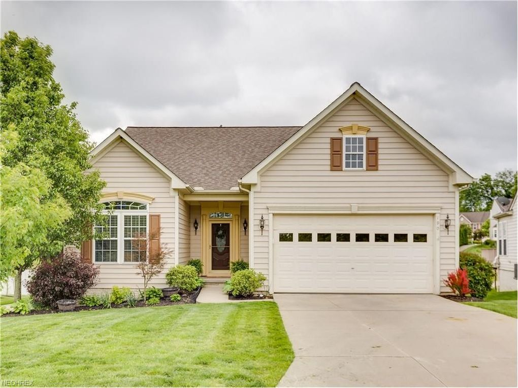 190 Hidden Lake Ln, Peninsula, OH 44264