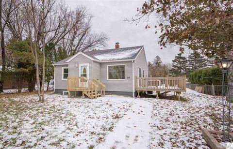 218 99th Ave W, Duluth, MN 55808