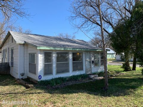 Photo of 704 Park Ave, El Dorado, KS 67042