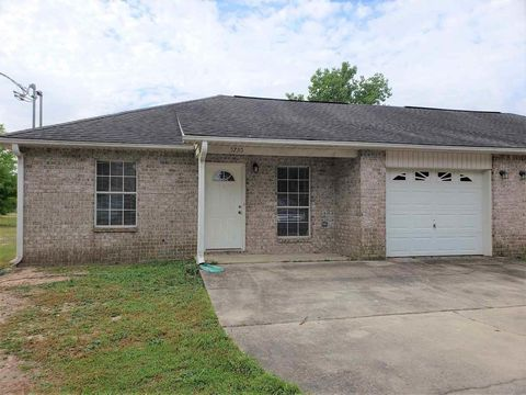 Photo of 5795 Eagle Dr, Milton, FL 32570