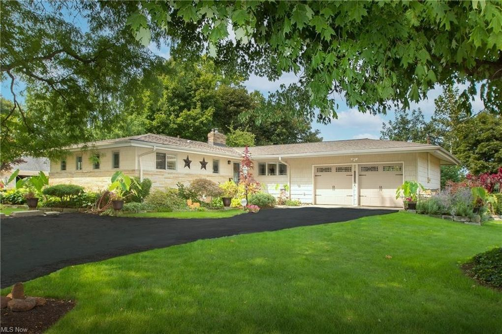 3278 Rocky River Dr Cleveland, OH 44111