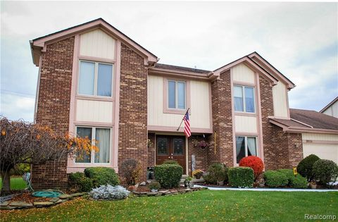 Photo of 38036 Baywood Dr, Farmington Hills, MI 48335