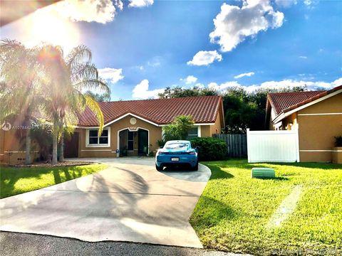 Photo of 5721 Surrey Cir W, Davie, FL 33331