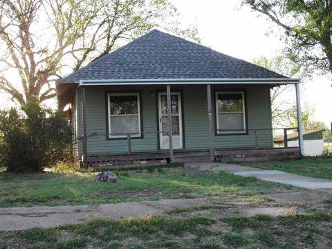 306 S Washington Ave, Protection, KS 67127