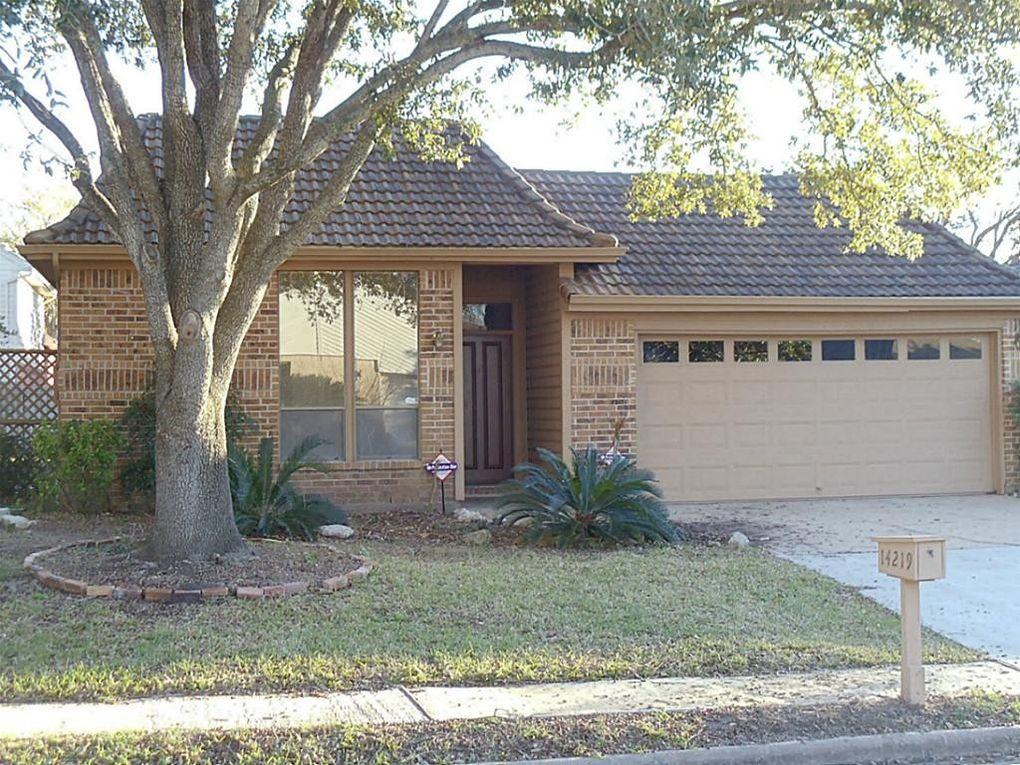14219 Sandfield Dr, Houston, TX 77077