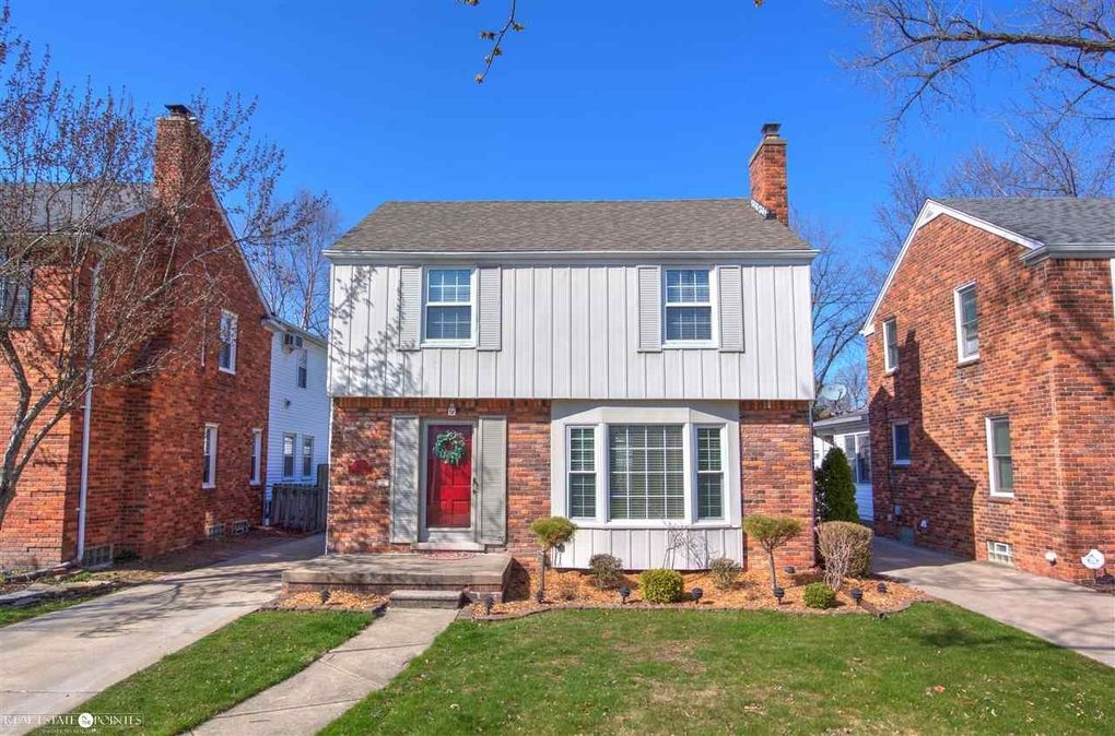 1540 Hollywood Ave, Grosse Pointe Woods, MI 48236