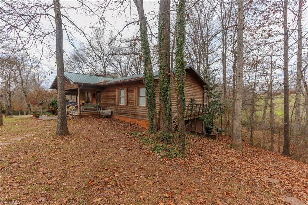 1052 Blue Dan Ln, Yadkinville, NC 27055