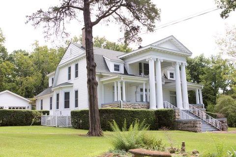 200 Easterwood St, Cherokee, AL 35616