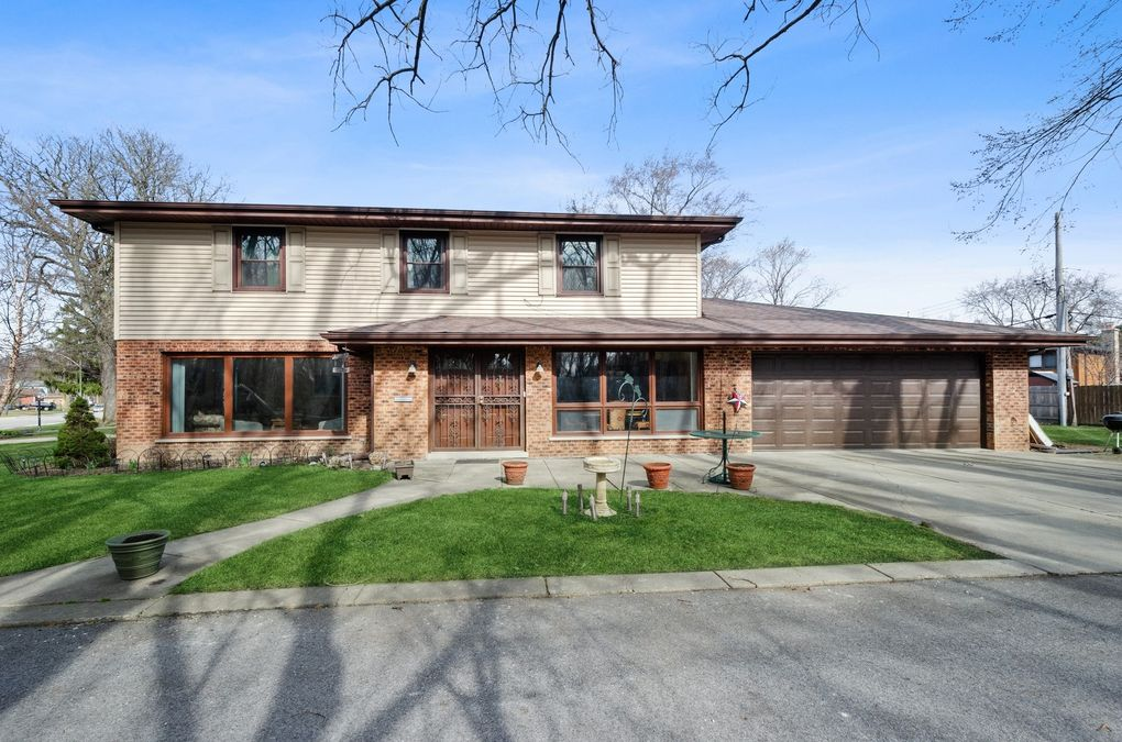 5801 N Lacey Ave Chicago, IL 60646