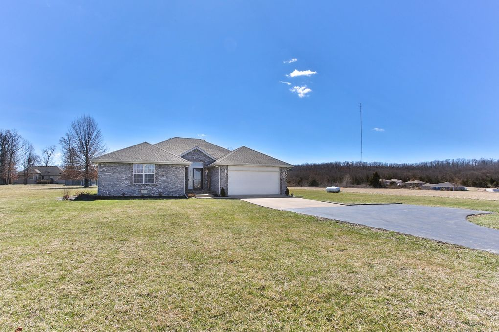 170 W Saddle Club Rd, Fair Grove, MO 65648