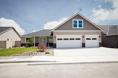 Photo of 1738 Brambling Brae Ln, Wenatchee, WA 98801