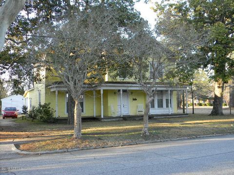 Photo of 110 W Simmons Ave, Williamston, NC 27892