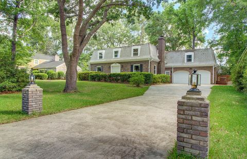 Photo of 102 Lakeview Dr, Summerville, SC 29485