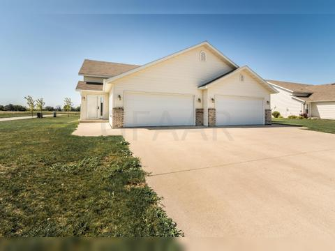 1622 12th Ave Se, East Grand Forks, MN 56721. House For Sale