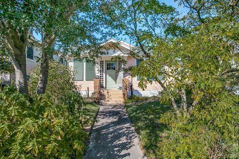 4516 Avenue R, Galveston, TX 77551