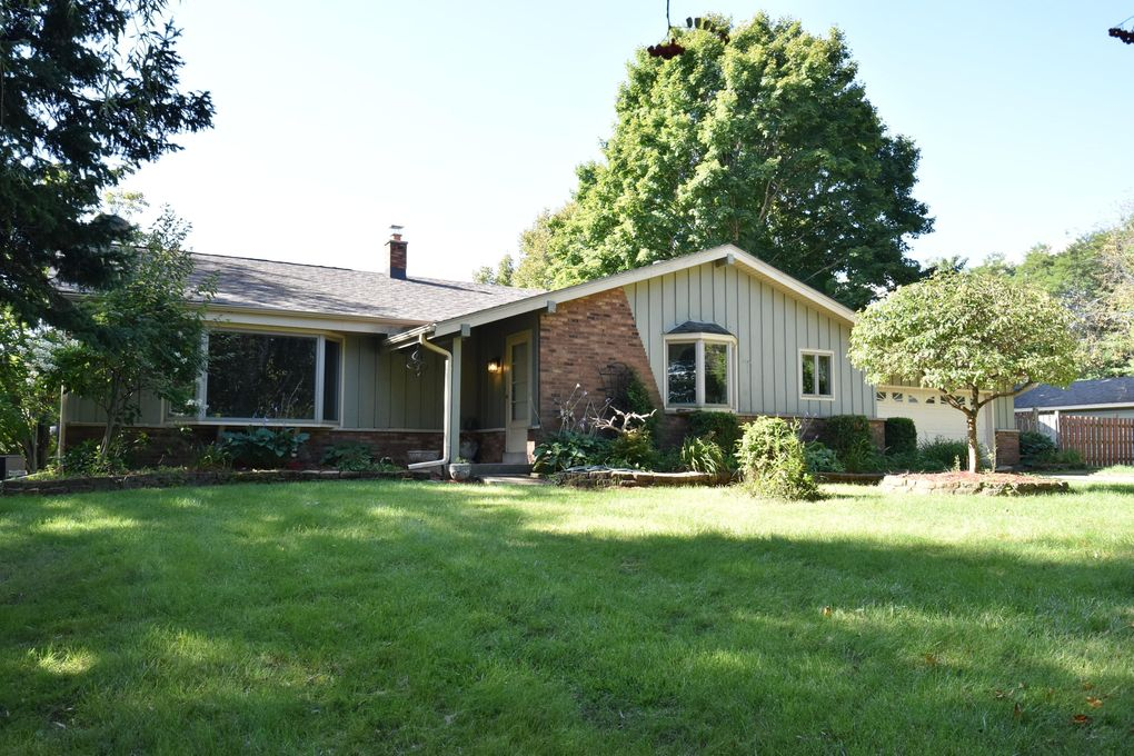 4051 W Oakwood Rd Franklin Wi 53132 Realtor Com