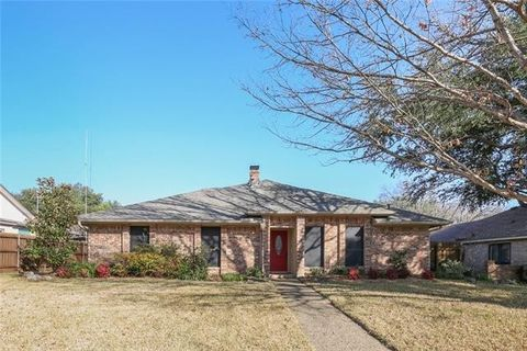Photo of 1821 Pleasant Valley Dr, Plano, TX 75023