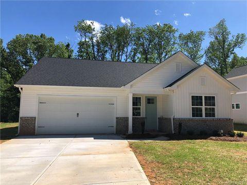 Photo of 8207 Larkhaven Rd, Charlotte, NC 28216