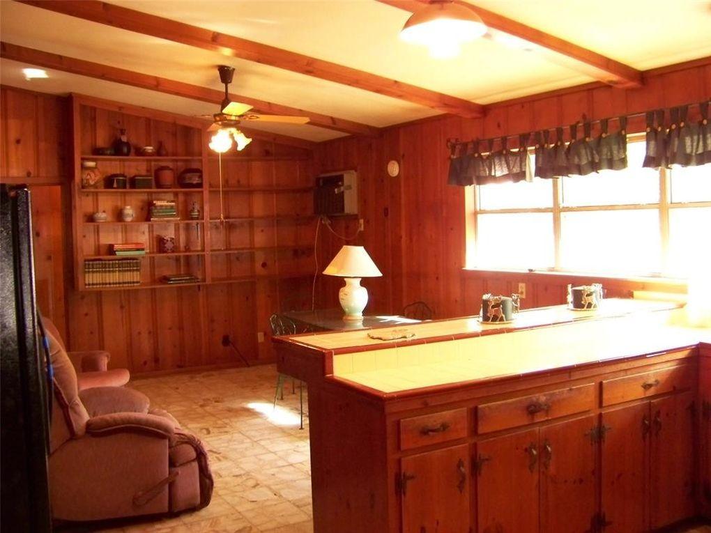 412 Oak Dr, Lake Jackson, TX 77566