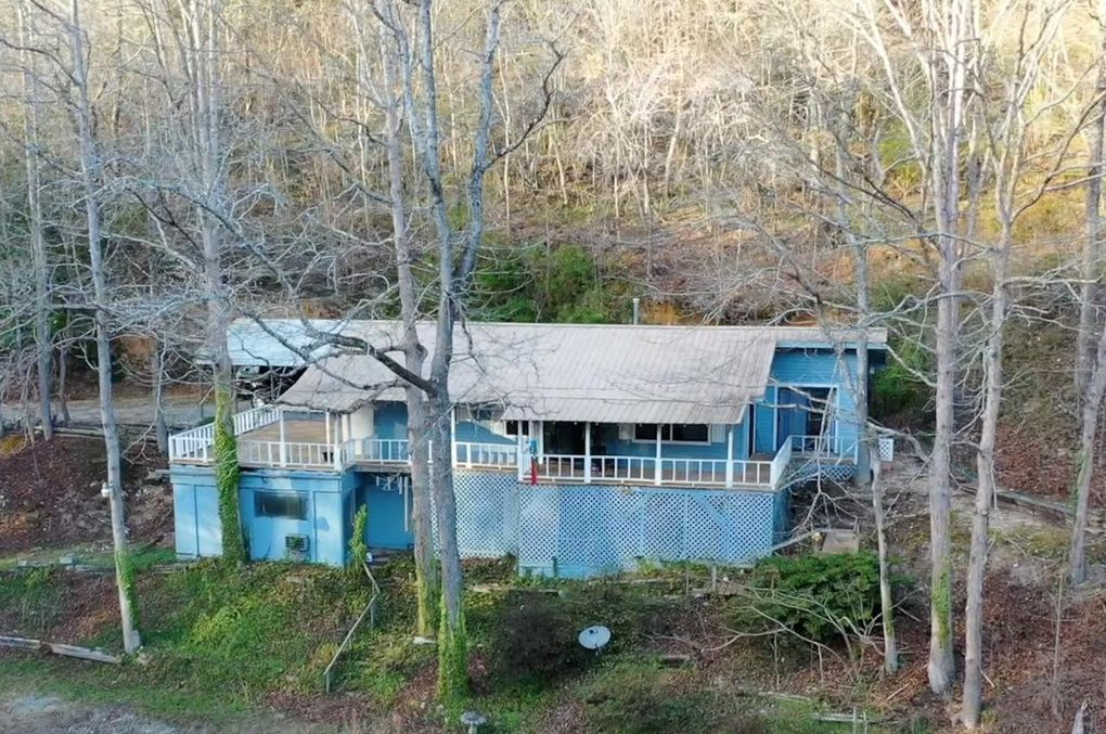 1282 Lodge Rd Spring City, TN 37381