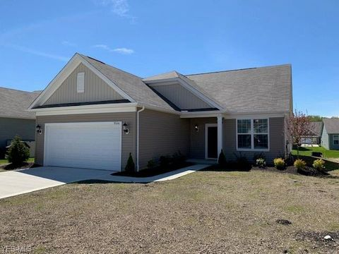 Photo of 8046 Cotswold Dr, Mentor, OH 44060