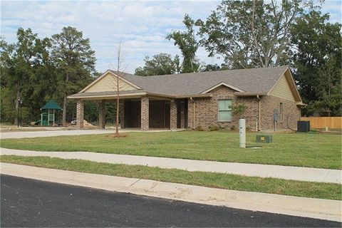 Photo of 1010 Lavender Dr, Winnsboro, LA 71295