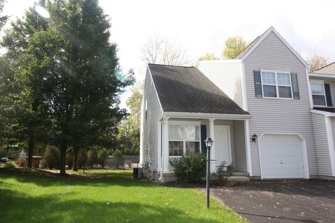 Photo of 2 Bunker Ln, South Colonie, NY 12309
