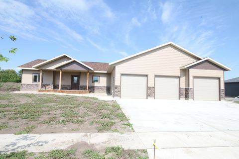 Photo of 1305 Kettering Dr, Aberdeen, SD 57401