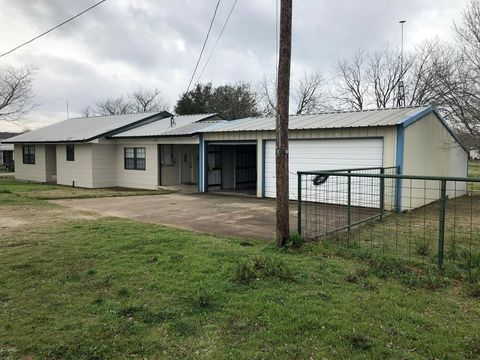 Photo of 721 Trainer St, Blanco, TX 78606