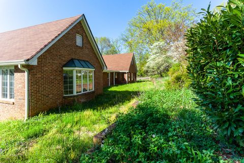Photo of 11130 Crown Point Dr, Knoxville, TN 37934