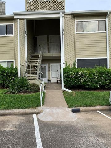 Photo of 101 April Point Dr, Conroe, TX 77356