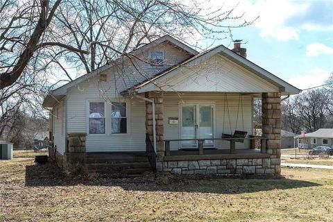 Photo of 12315 W 61st St, Shawnee, KS 66216